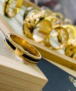 Nhẫn nữ vàng đeo ngón trỏ luồng 1 sợi lông voi hợp mệnh