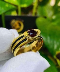 Nhẫn thỏi vàng mặt đá Garnet luồng 2 sợi lông voi gia công cẩn thận