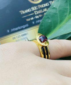 Nhẫn thỏi vàng mặt đá Garnet luồng 2 sợi lông voi giá tốt