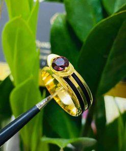 Nhẫn thỏi vàng mặt đá Garnet luồng 2 sợi lông voi hợp mệnh