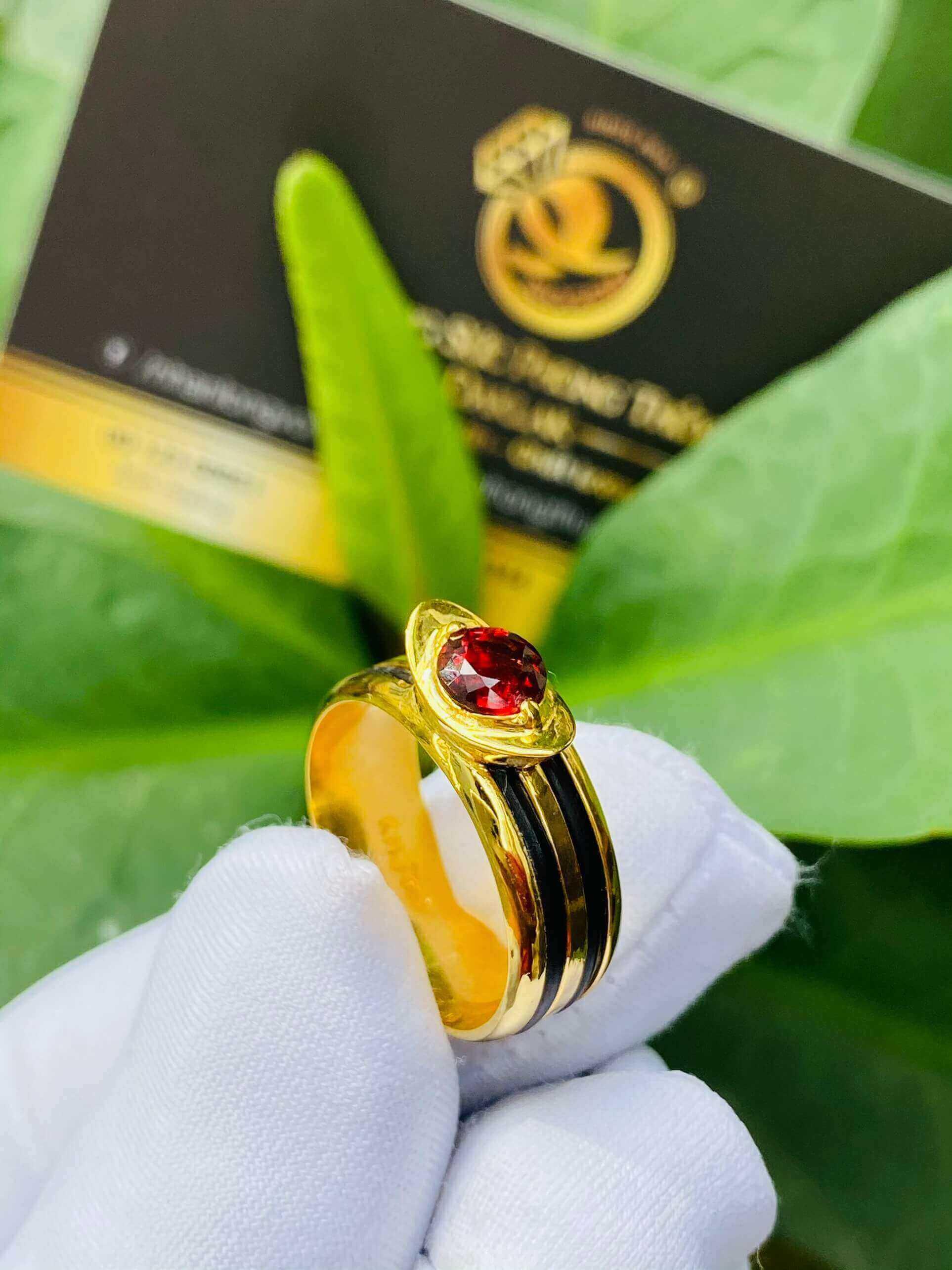 Nhẫn thỏi vàng mặt đá Garnet luồng 2 sợi lông voi gia công tại RIOGEMs