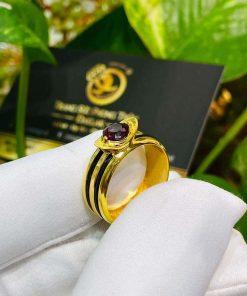 Nhẫn thỏi vàng mặt đá Garnet luồng 2 sợi lông voi thiết kế độc đáo