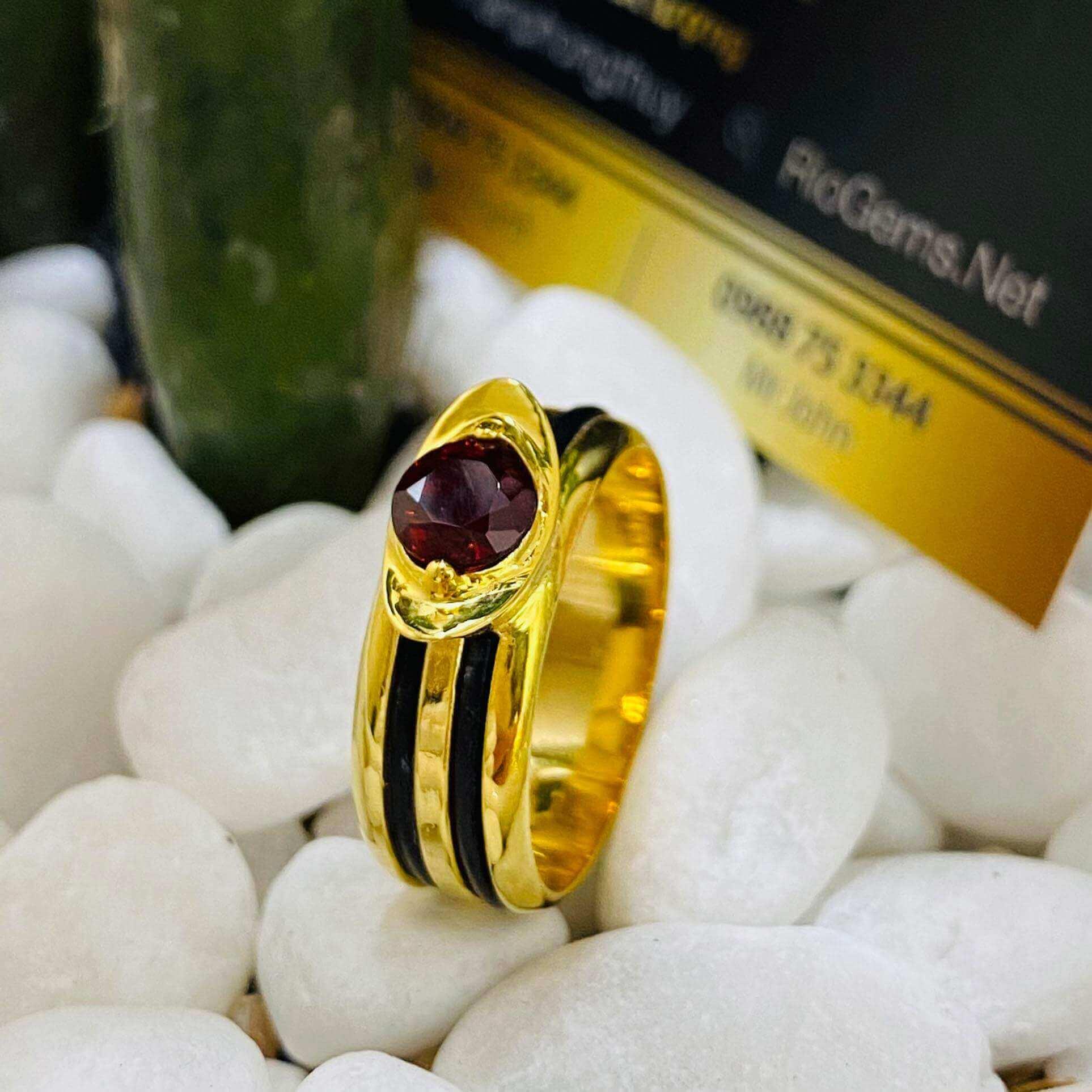 Nhẫn thỏi vàng mặt đá Garnet luồng 2 sợi lông voi gia công tỉ mỉ