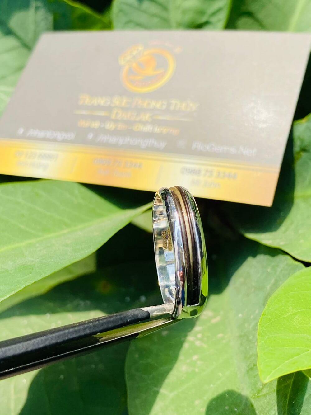 Nhẫn vàng Trắng 18K luồng lông trắng & đen Thái Lan (lông khách đưa gia công) giá trị