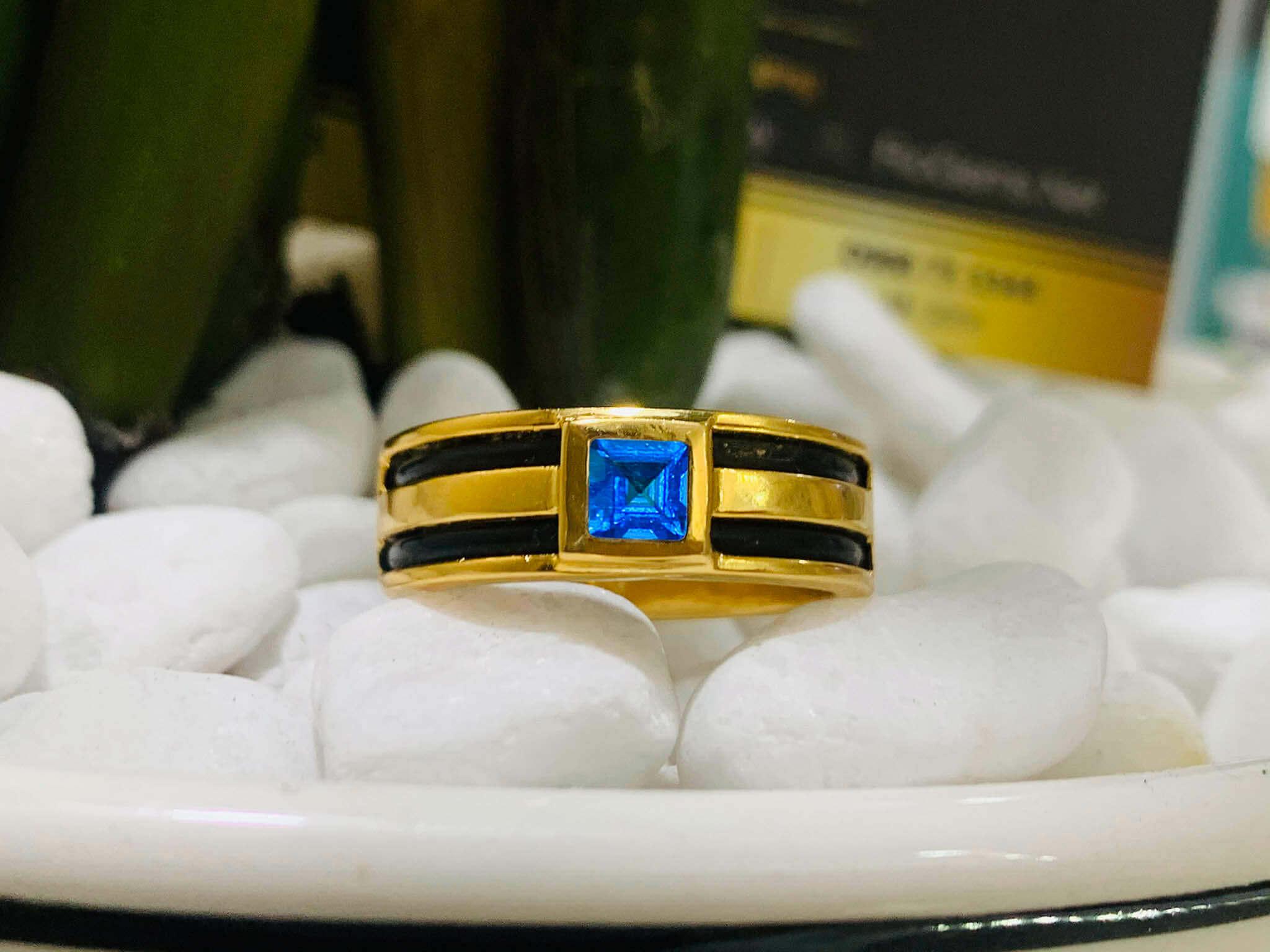Nhẫn vàng nam mặt đá Topaz vuông xanh dương luồng 2 lông voi mang lại may mắn