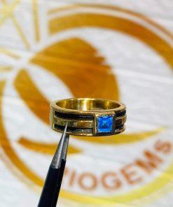 Nhẫn vàng nam mặt đá Topaz vuông xanh dương luồng 2 lông voi đẹp mắt