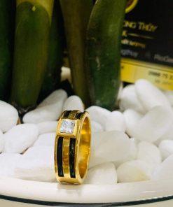 Nhẫn vàng nam mặt đá vuông trắng đính lông voi