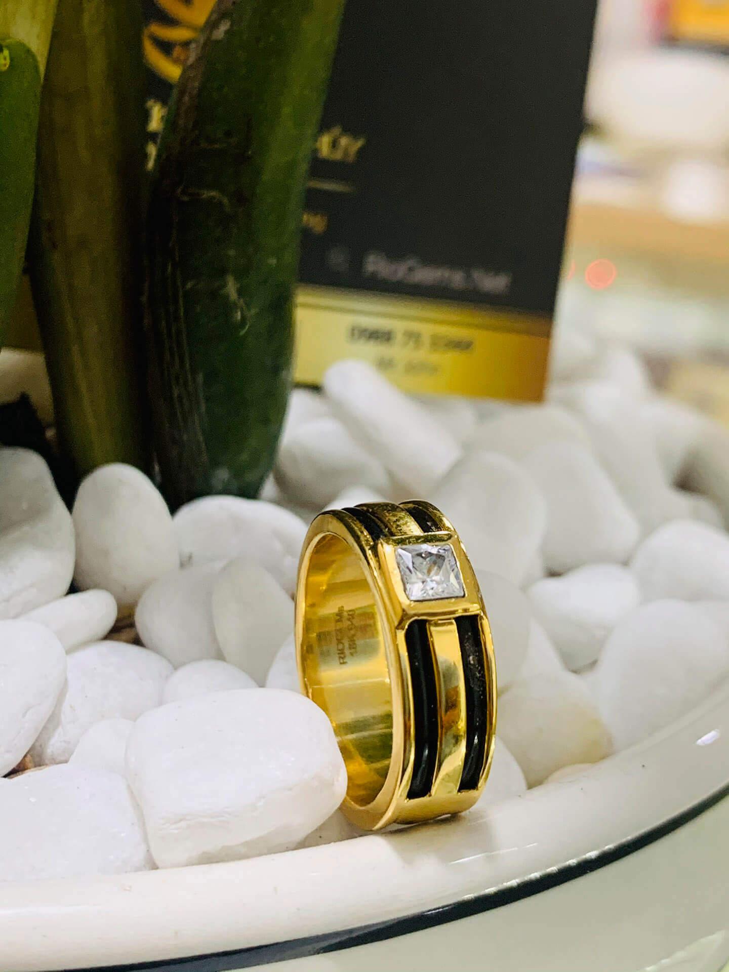 Nhẫn vàng nam mặt đá vuông đơn giản
