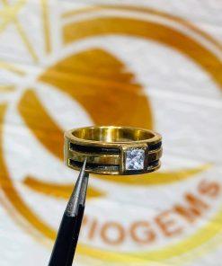 Nhẫn vàng nam mặt đá vuông mang lại may mắn