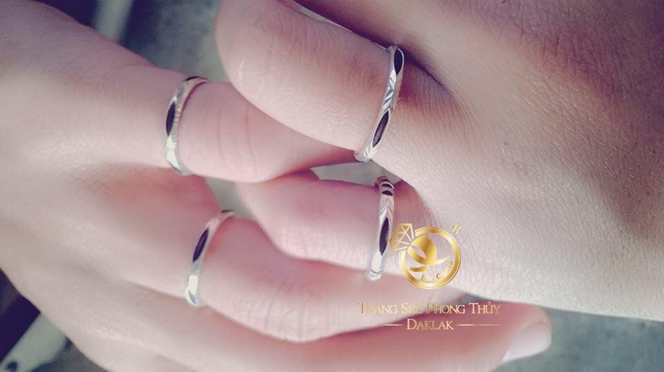 Nhẫn bạc 925 xỏ 1 lông voi Bôn Đôn dành cho nữ