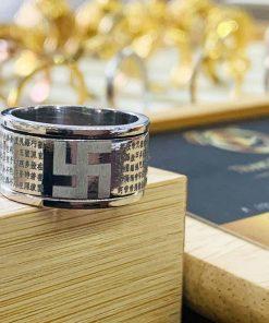 Nhẫn Bát Nhã Tâm Kinh vàng trắng 18K xoay 360 RIOGEMs - Món quà phong thủy lý tưởng dành cho người làm ăn, kinh doanh