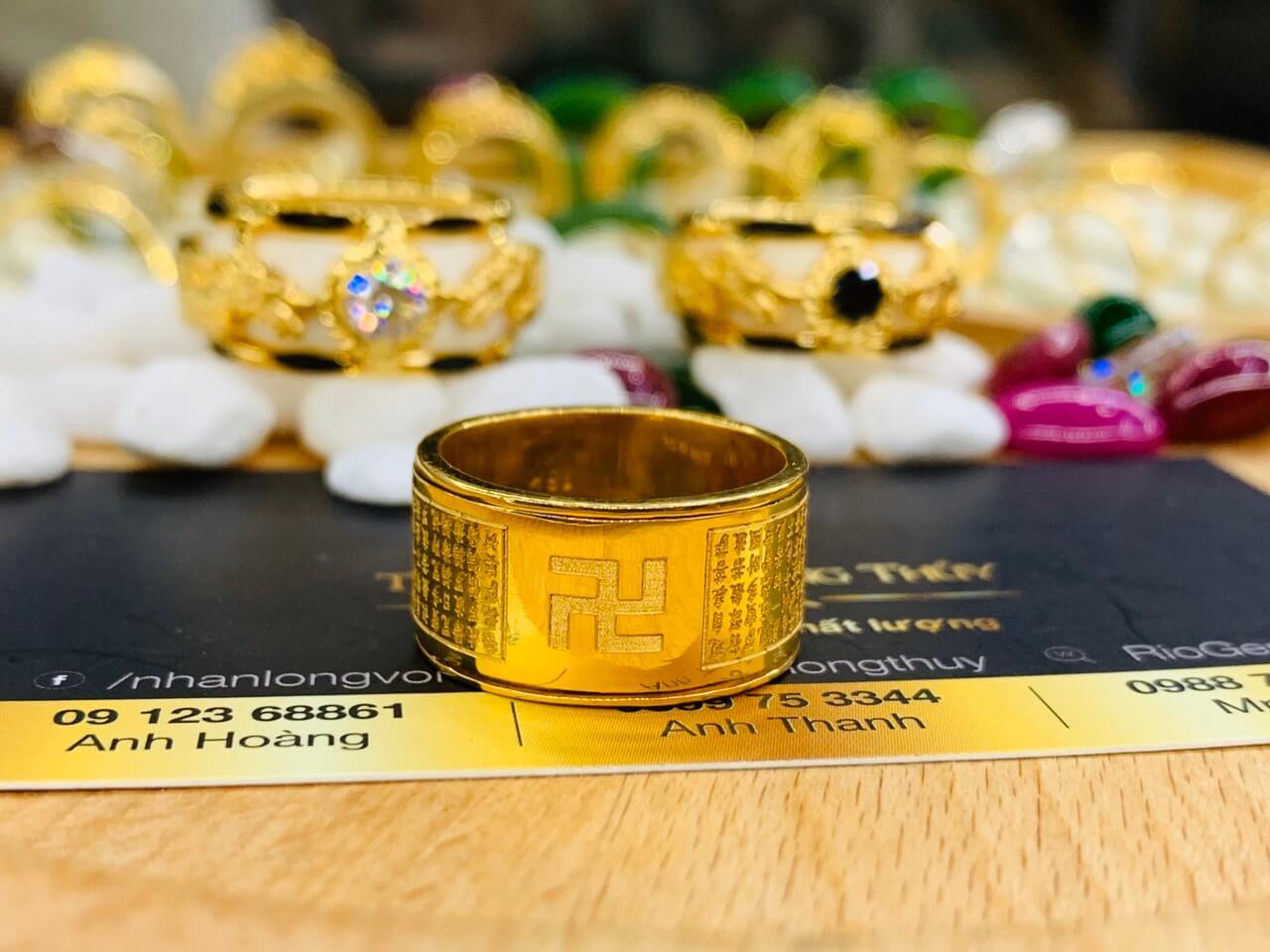 Nhẫn Bát Nhã Tâm Kinh vàng 75 được chạm khắc tinh tế mang lại thịnh vận, bình an, may mắn