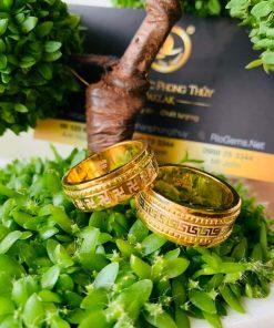 Cặp nhẫn hoa văn viền xoắn RIOGEMs hợp phong thủy được gia công theo yêu cầu khách hàng