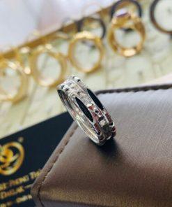Nhẫn nam vàng trắng 18K đính đá Cz 9 viên viền 2 lông voi