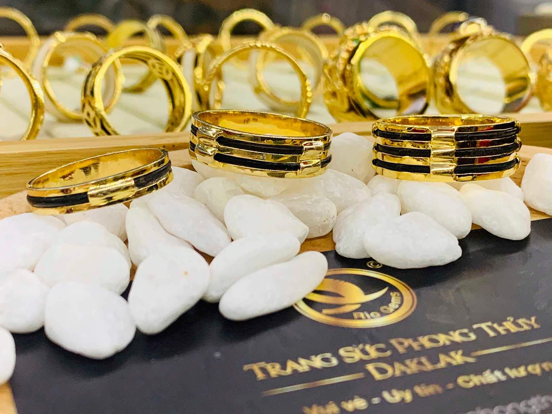 Nhẫn nam vàng 18K làm tay 3 sợi ngoài (lông FAKE) RIOGEMs mang đến may mắn