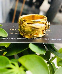 Nhẫn vàng 2 cá Chép đính đá Cz đen RIOGEMs được làm từ vàng 18K chất lượng