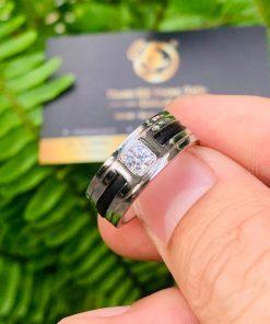 Nhẫn vàng nam mặt đá vuông Cz tròn được kẻ thêm 2 đường khía tinh xảo