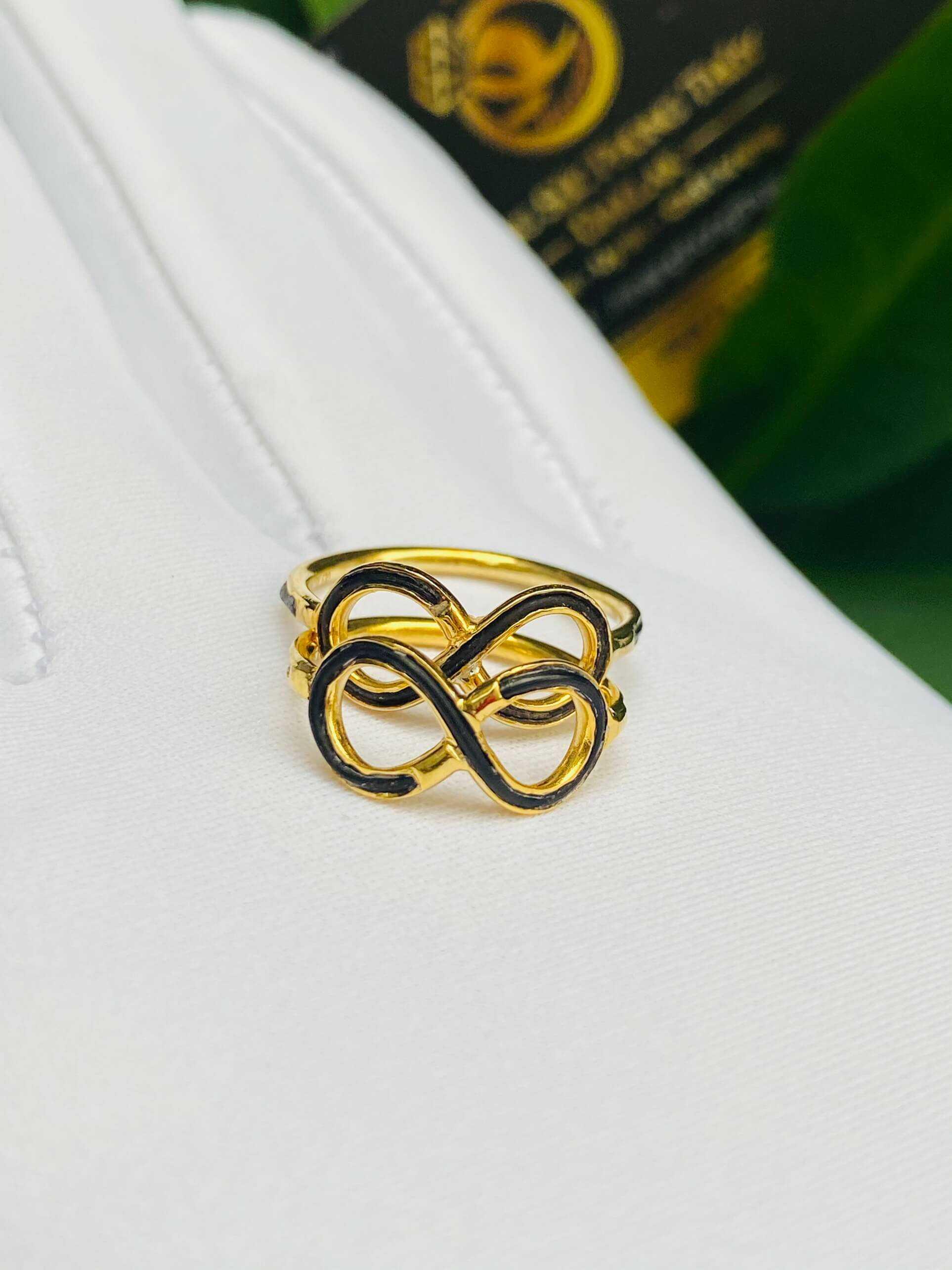 Cặp nhẫn vô cực vàng 18K cho nữ (lông FAKE) RIOGEMs mang ý nghĩa vĩnh cửu