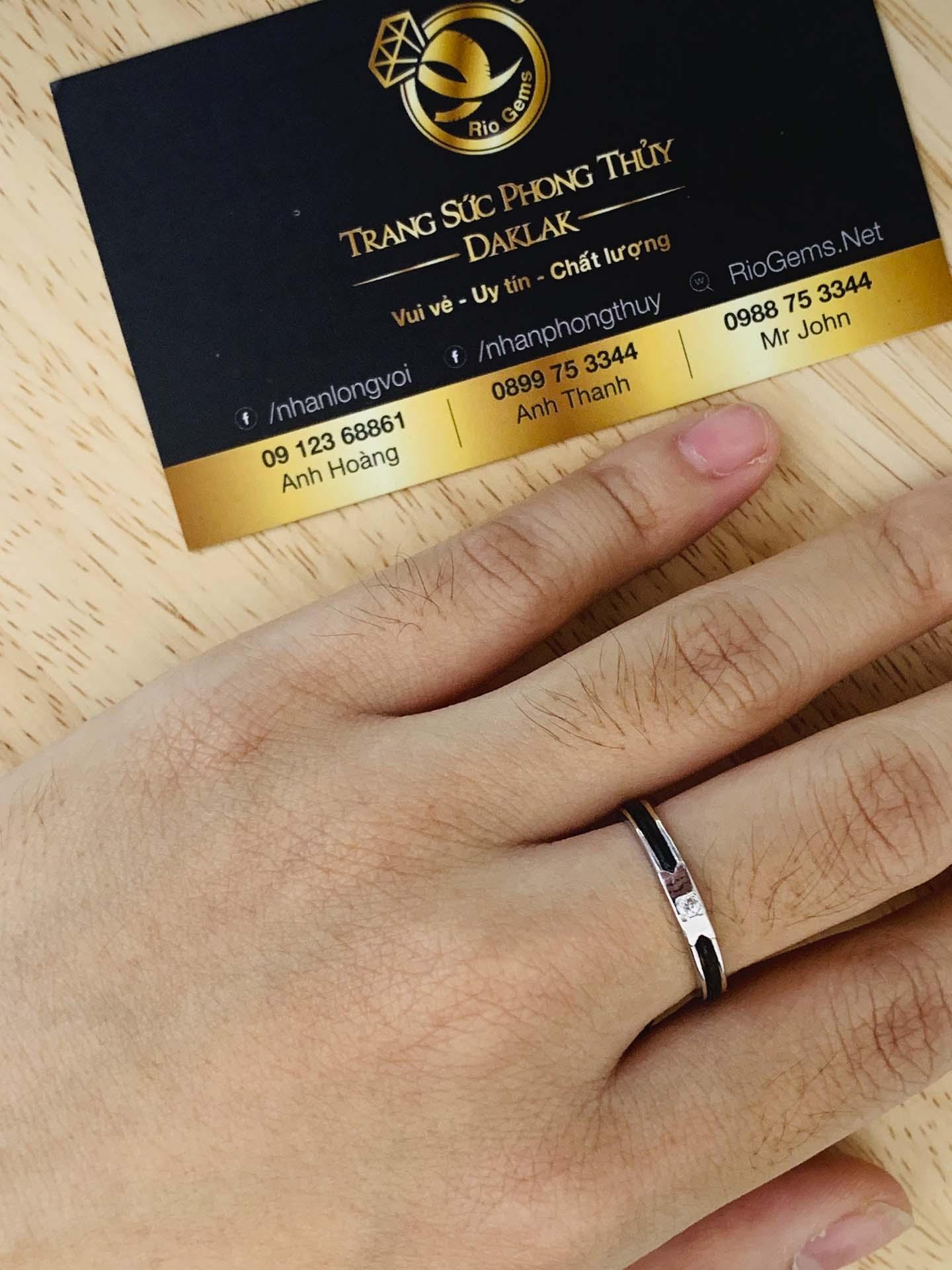 Viên đá Cz 1.25li lấp lánh được đính trên mặt nhẫn