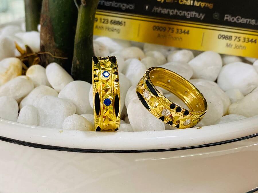 Cặp nhẫn đính đá Cz xanh dương – trắng luồng 2 sợi Lông FAKE giá trị cao