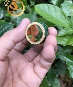 Nhẫn Càn Long Cẩm Thạch bọc vàng 2 viền Hoa văn thể hiện sự vương giả