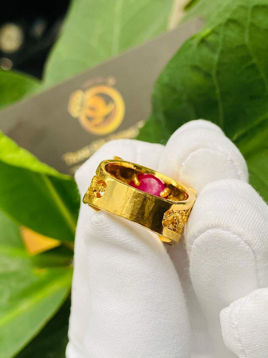 Nhẫn Lục Long vàng Mini chầu ngọc Ruby – Đeo ngón út sang trọng