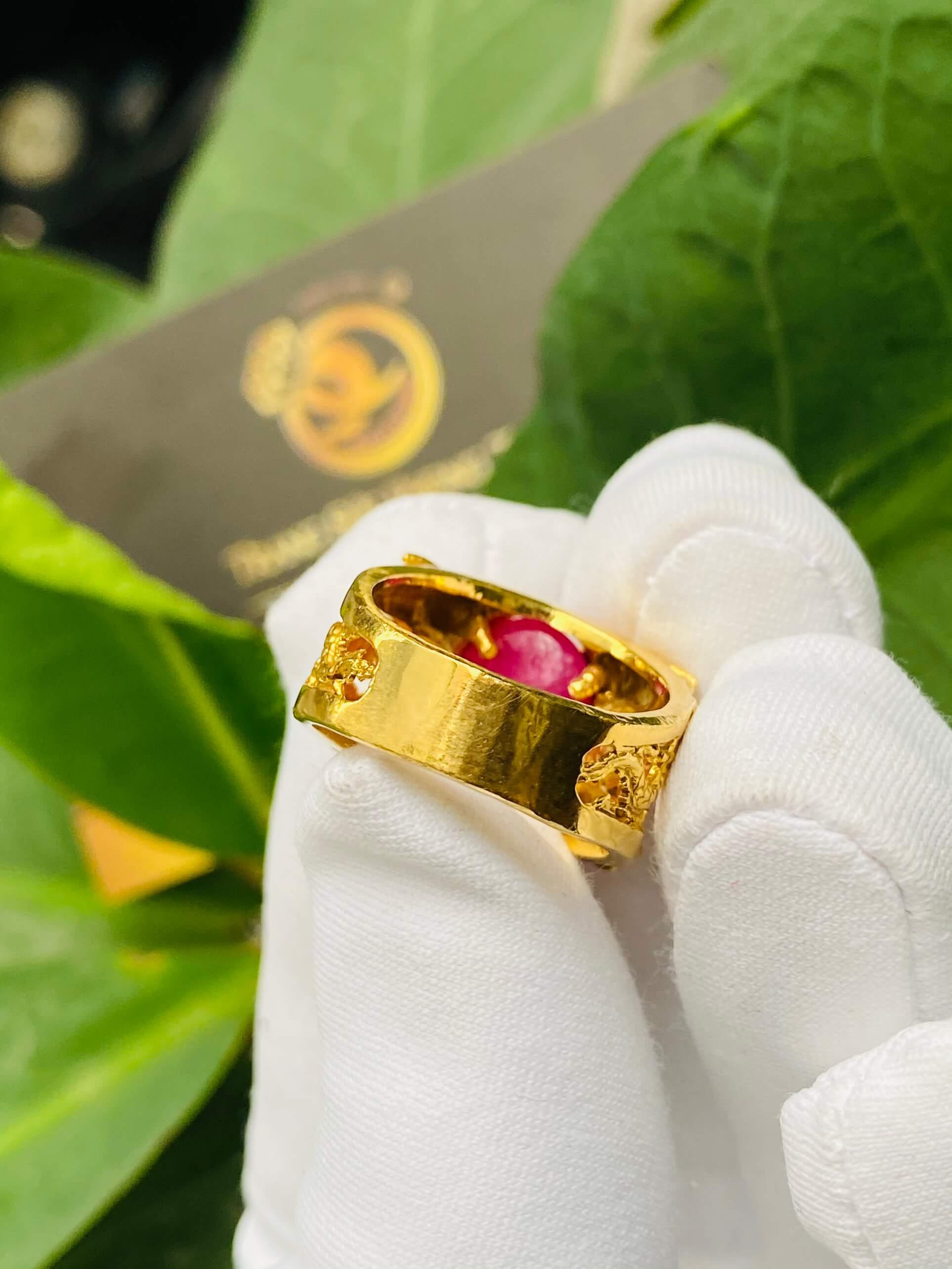 Nhẫn Lục Long vàng Mini chầu Ngọc Ruby - Đeo ngón út thiết kế bởi Riogems