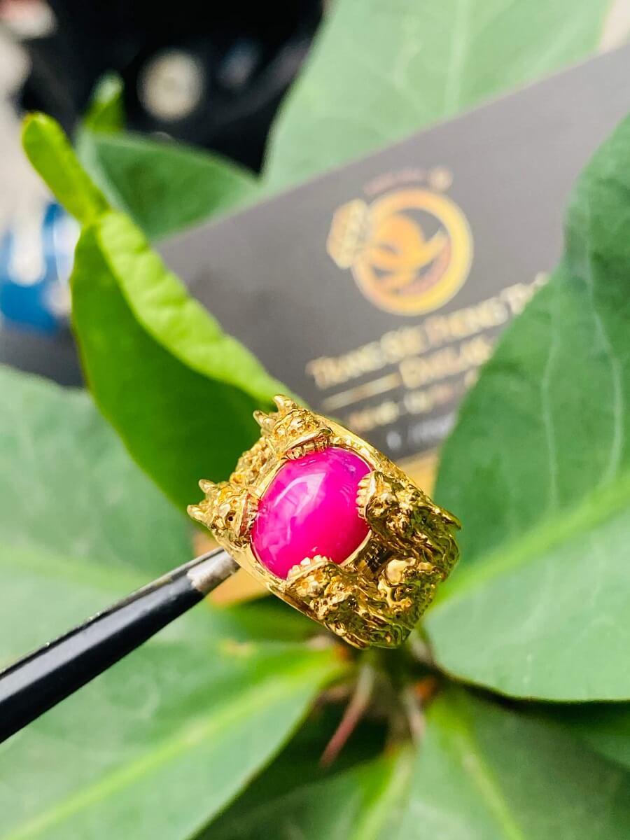 Nhẫn Lục Long vàng Mini chầu ngọc Ruby – Đeo ngón út đẹp mắt