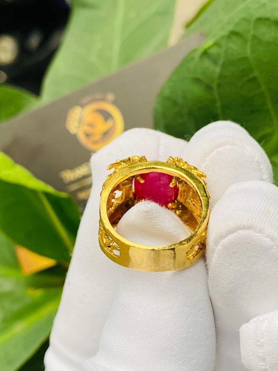 Nhẫn Lục Long vàng Mini chầu ngọc Ruby – Đeo ngón út quý giá