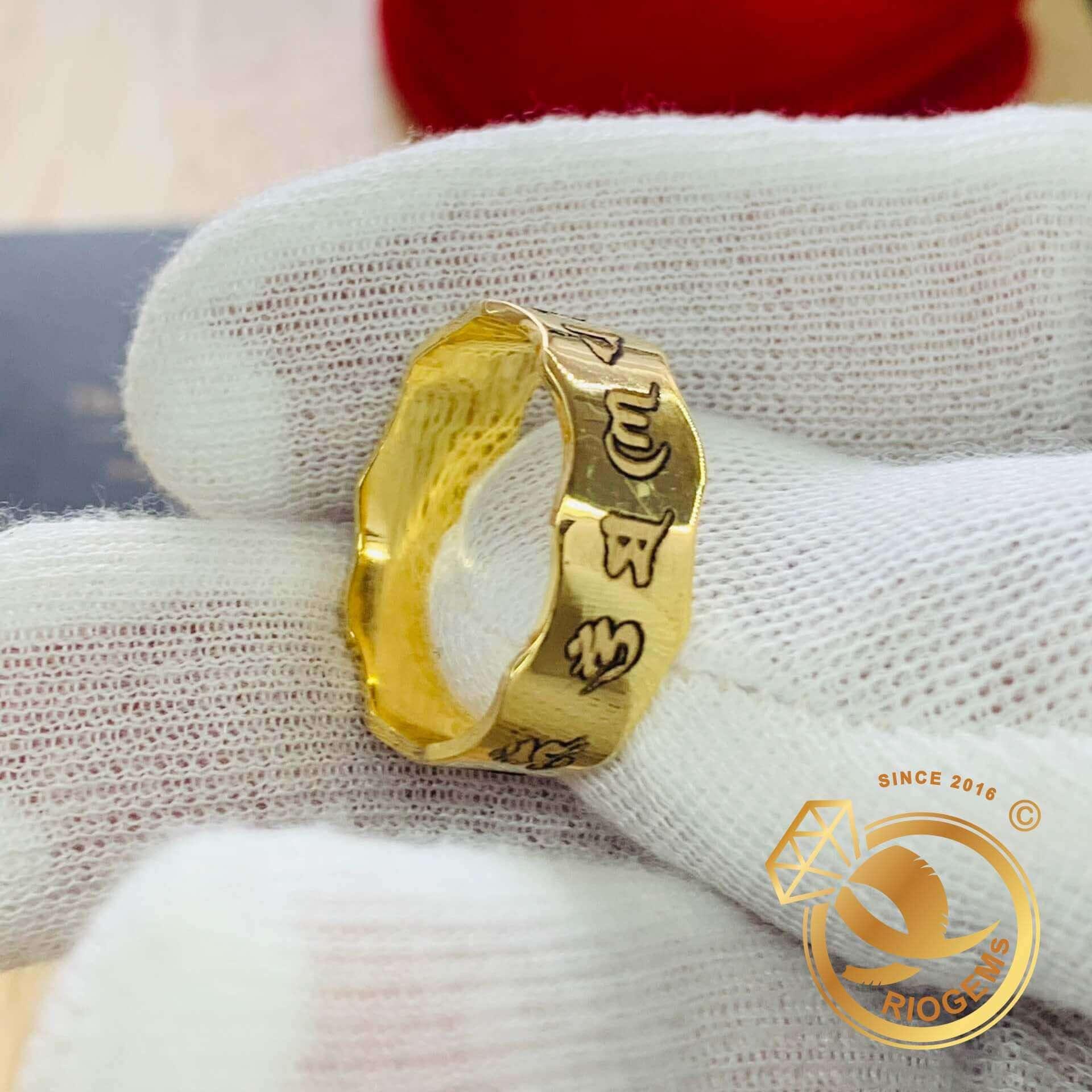 nhẫn Oh Mani Tahi khắc được gia công tại RIOGEMs