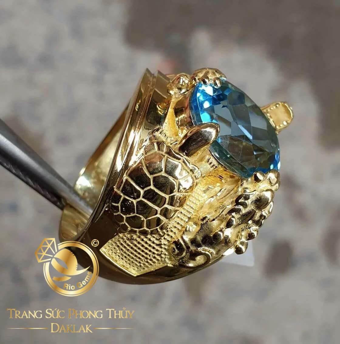 Nhan-Tu-Linh-chau-ngoc-Sapphire-xanh-VS-Topaz-8li-Riogems