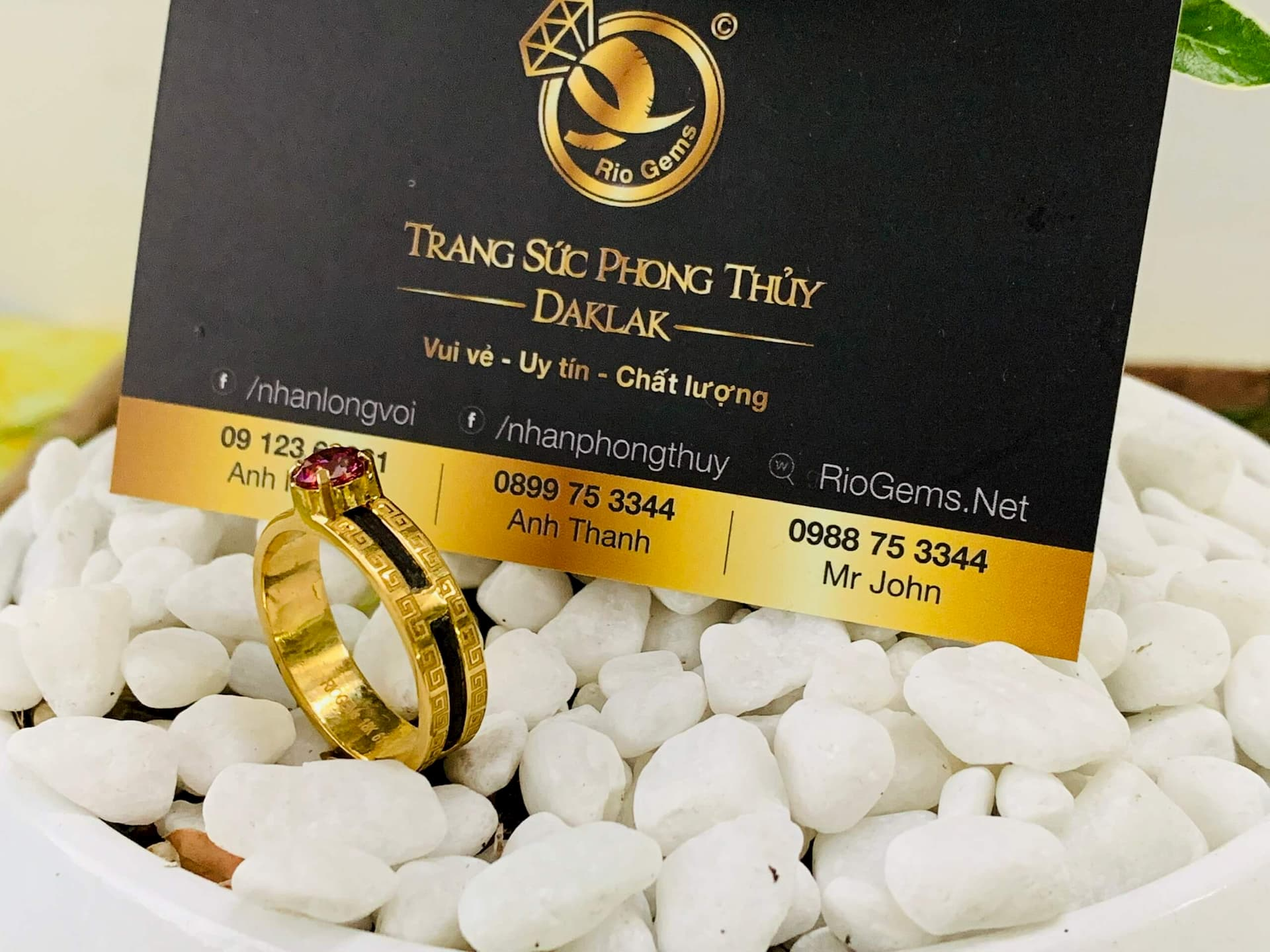 Nhẫn hoa văn vàng phong thuỷ đính đá Cz