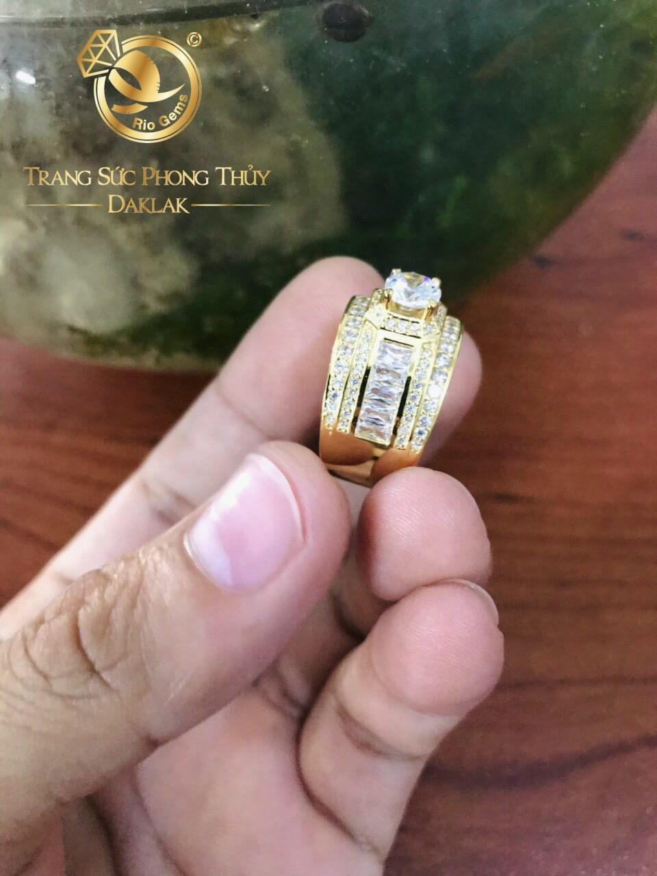 Nhẫn nam vàng đính đá chủ Cz được gia công chắc chắn