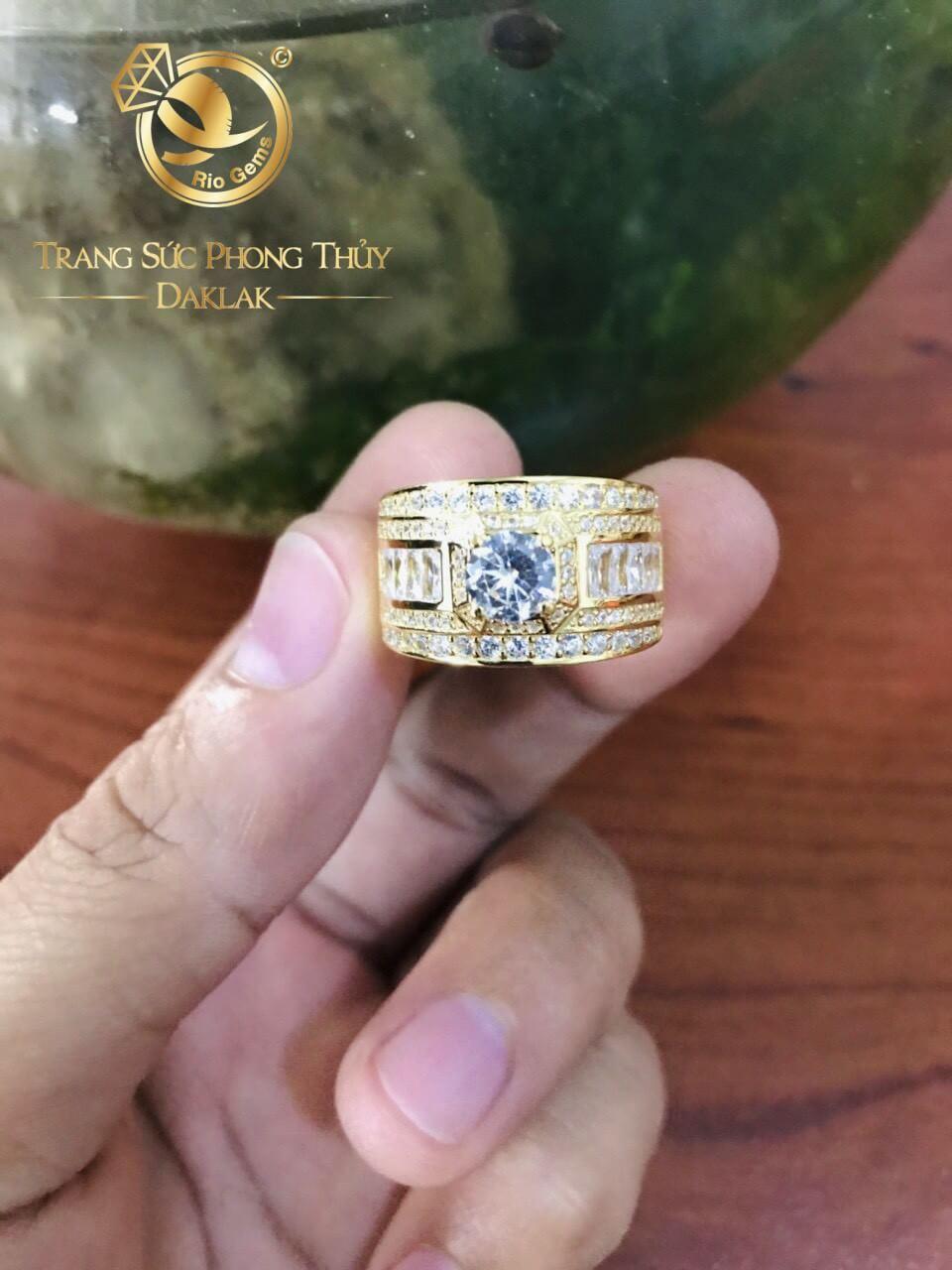 Nhẫn nam vàng đính đá chủ Cz được gia công đẹp mắt