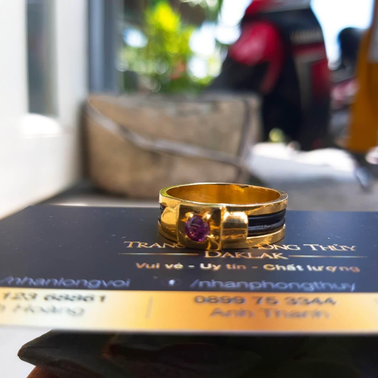 Nhẫn nam vàng đính đá tím luồng 2 sợi lông voi - Bảng 4li Riogems
