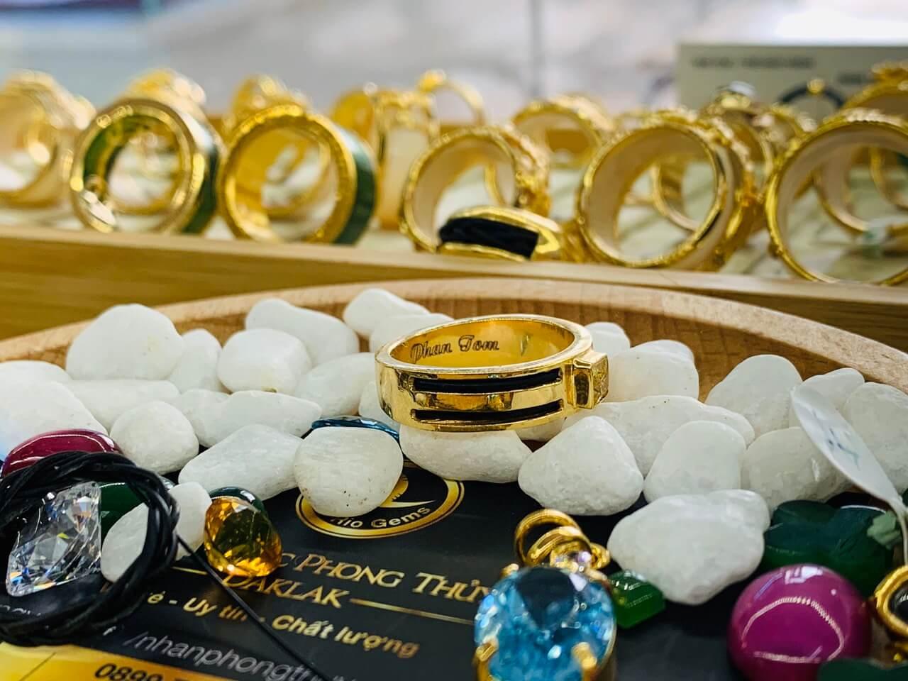 Nhẫn vàng nam mặt đá Cz vàng giá trị