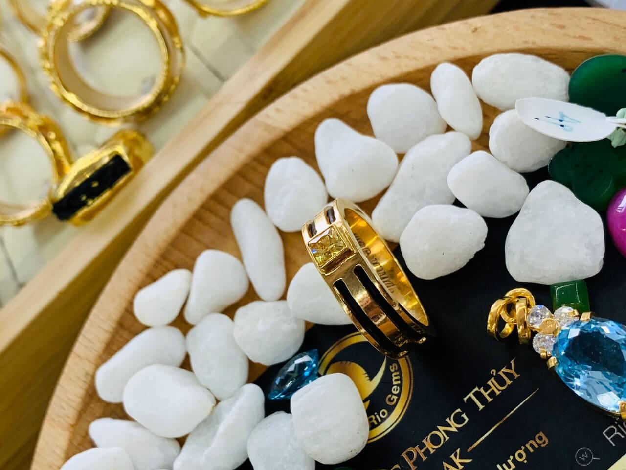 Nhẫn vàng nam mặt đá Cz vàng