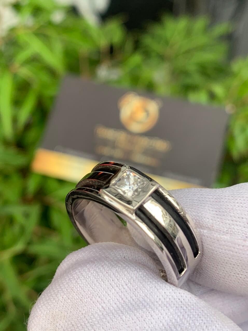 Nhẫn nam vàng trắng làm tay đính lông voi