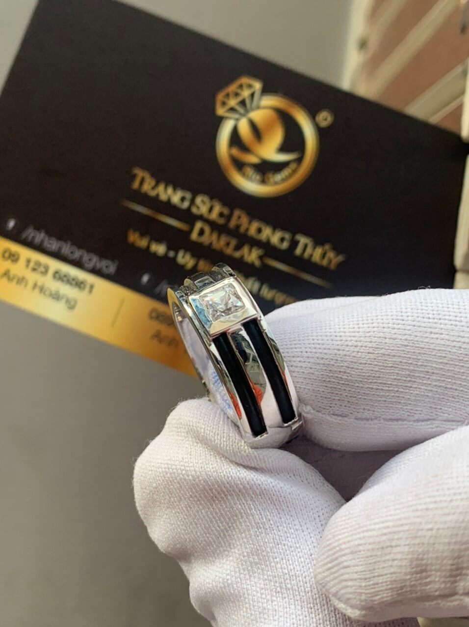 Nhẫn nam vàng trắng làm tay đính Cz trắng hình vuông