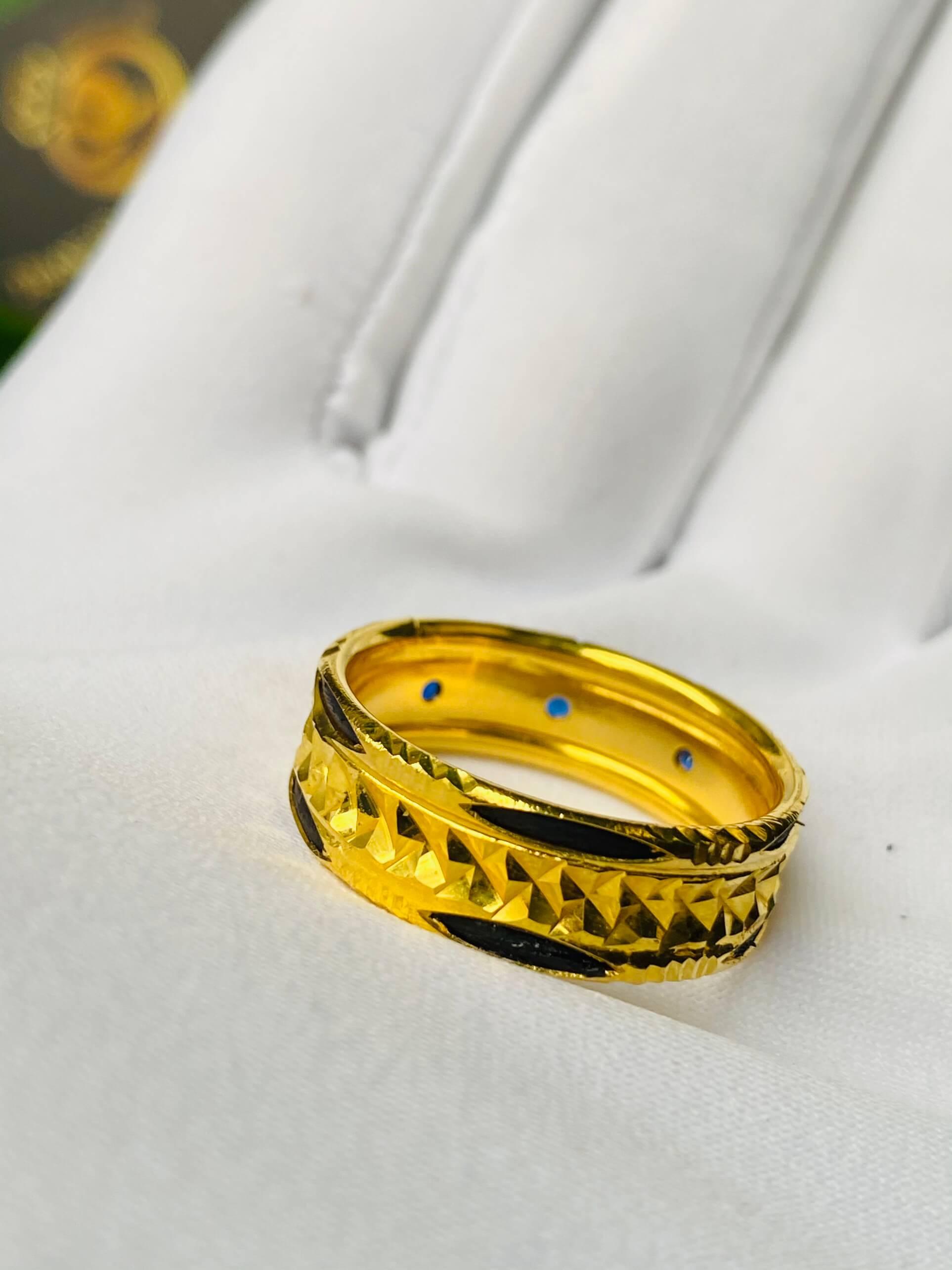 Nhẫn phong thủy nam nữ 3 viên đá xanh có giá trị cao