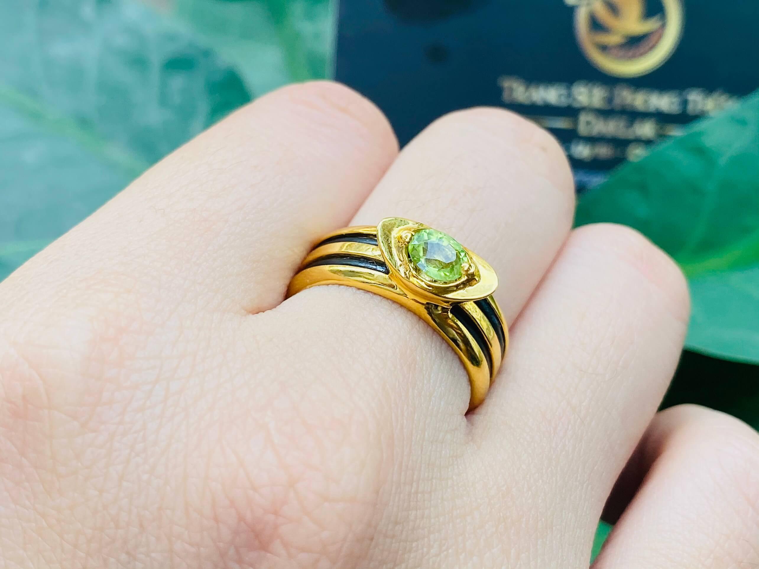 Nhẫn thỏi vàng mặt đá Peridot luồng lông voi