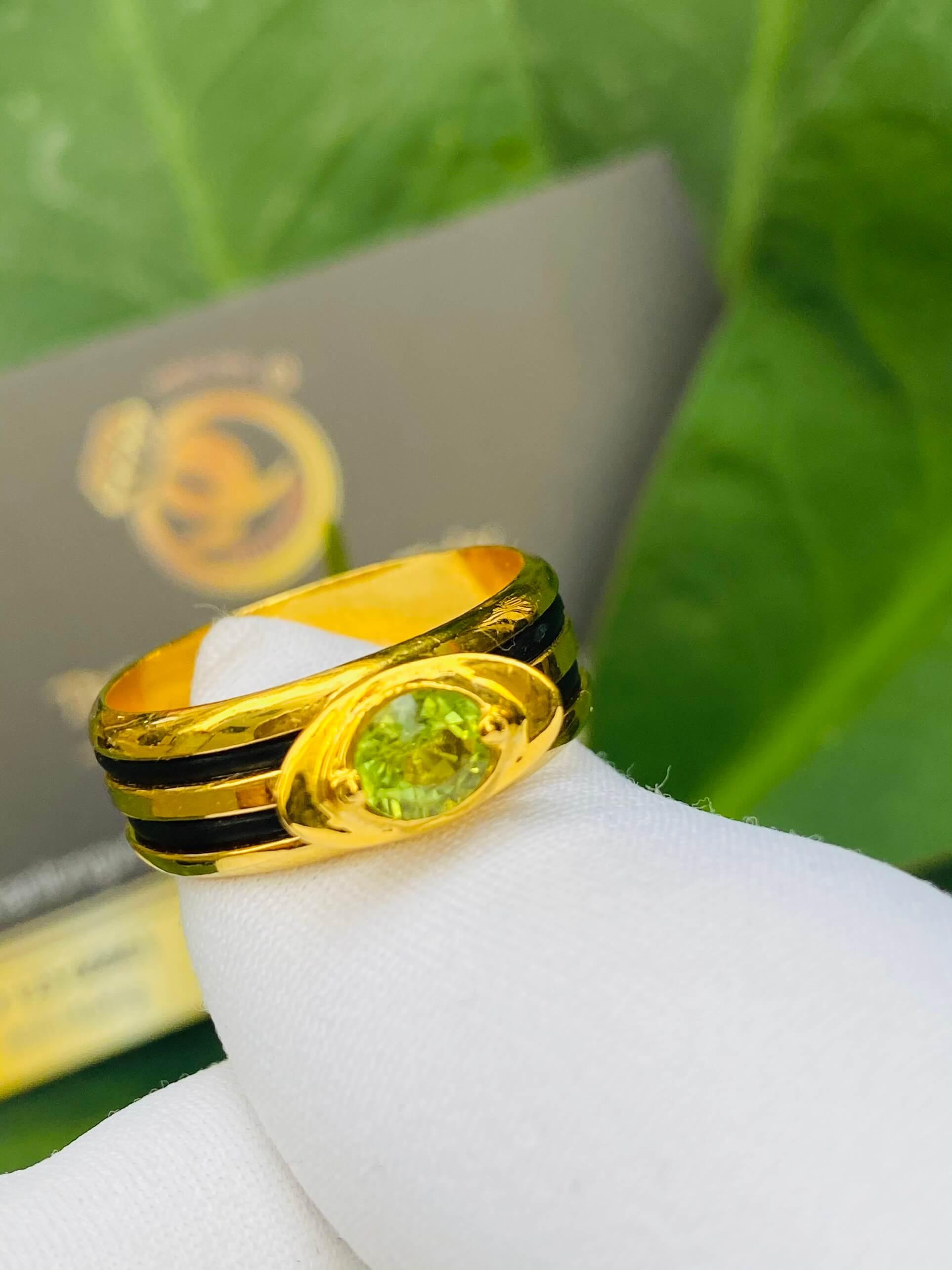 Nhẫn thỏi vàng mặt đá Peridot vàng