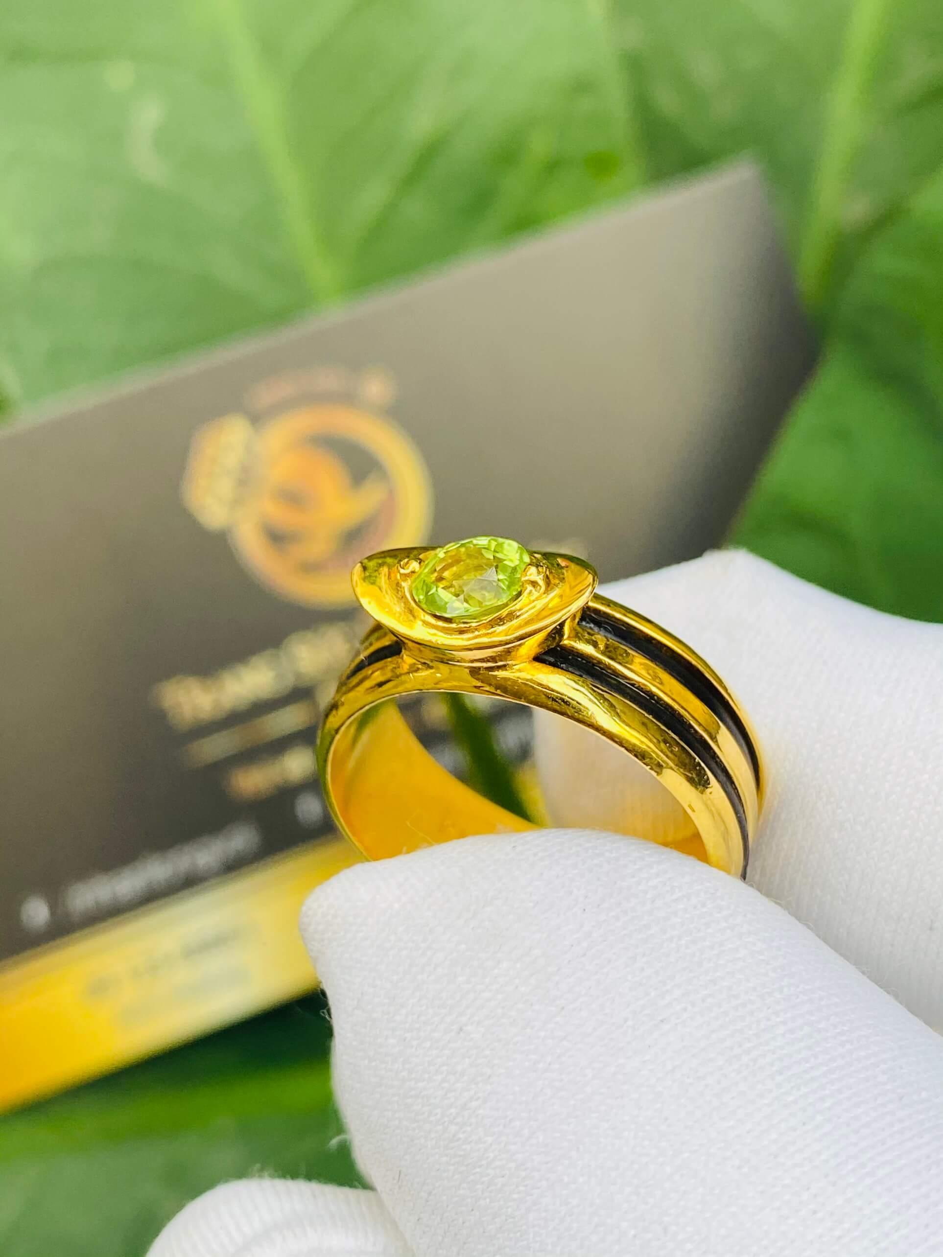 Nhẫn thỏi vàng mặt đá đẹp