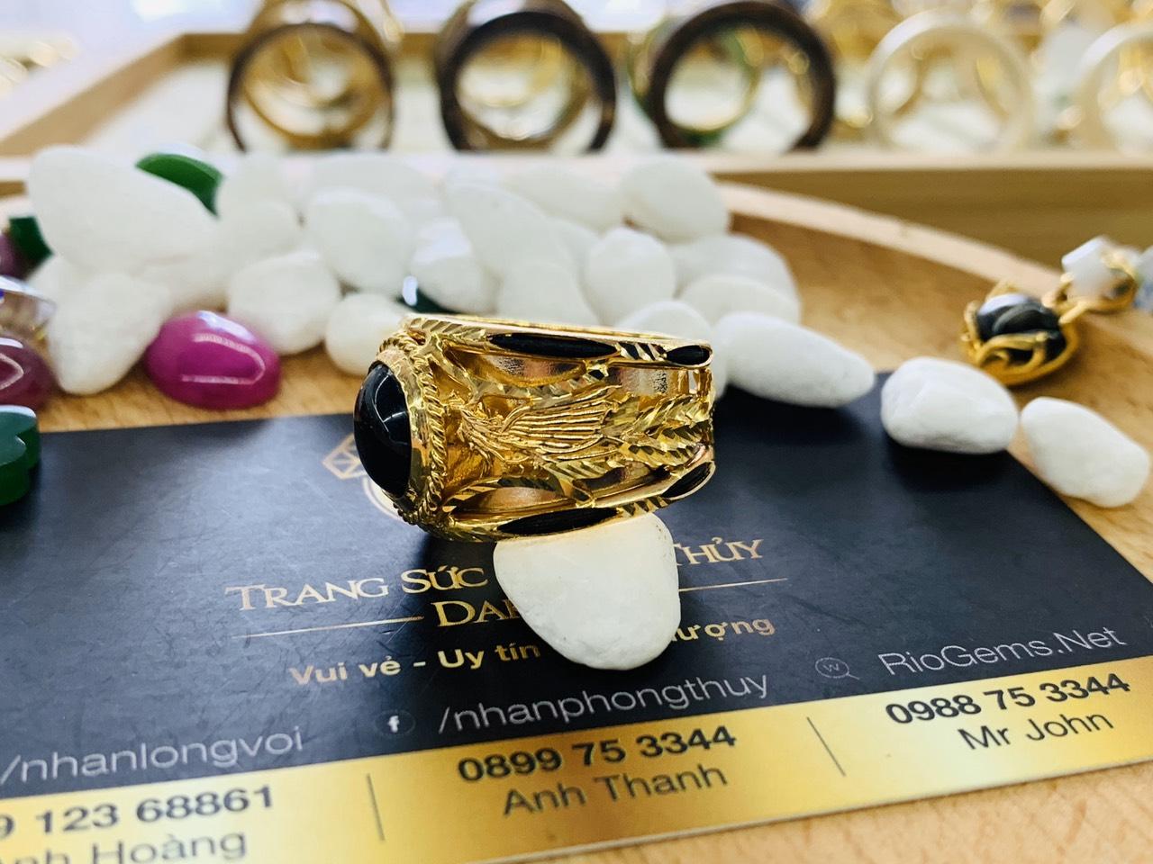 Nhẫn vàng Rồng Phụng chầu Ngọc Sapphire đen phong thủy