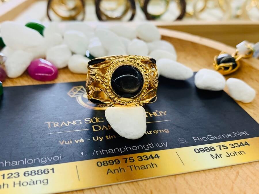 Nhẫn Rồng Phụng vàng 18K chầu ngọc Sapphire đen có giấy chứng nhận