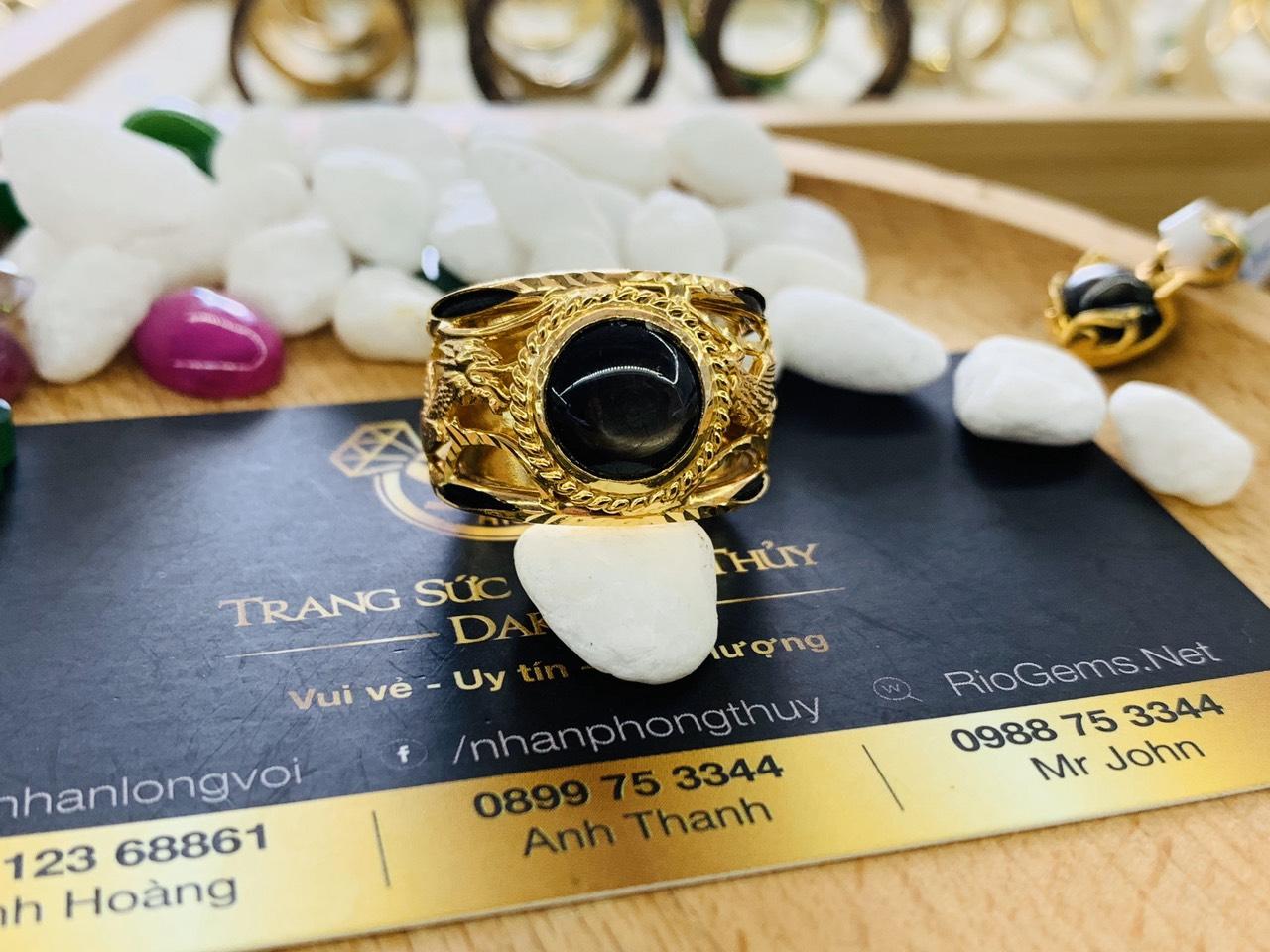 Nhẫn vàng Rồng Phụng chầu Ngọc Sapphire đen