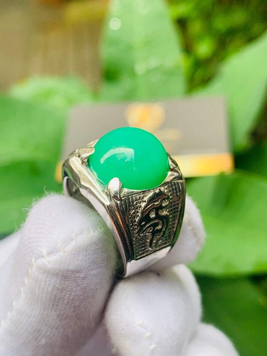 Nhẫn vàng trắng 10K chạm hình Rồng đính ngọc Đế Quang phong thủy