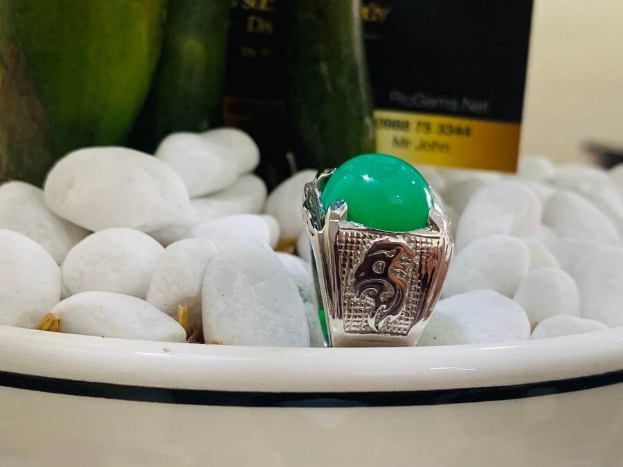 Nhẫn vàng trắng 10K chạm hình Rồng đính ngọc Đế Quang hàng loại tốt