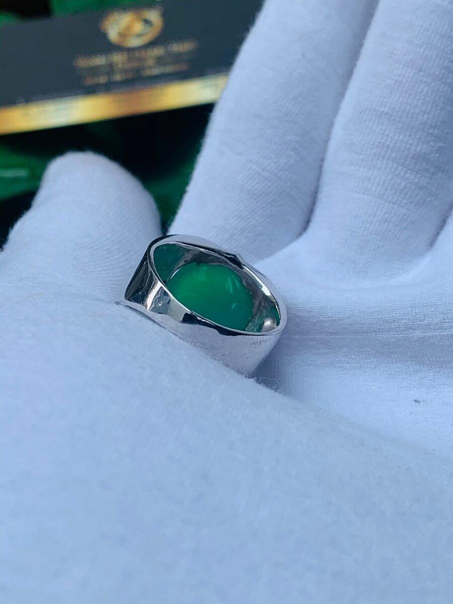 Nhẫn vàng trắng 10K chạm hình Rồng đính ngọc Đế Quang giá trị