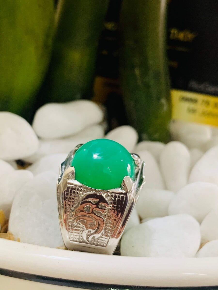 Nhẫn vàng trắng 10K chạm hình Rồng đính ngọc Đế Quang chất lượng